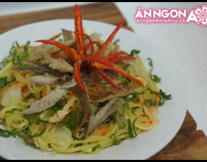 Mango Salad With Dried Snakeskin Gourami